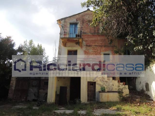 Rustico / Casale da ristrutturare in vendita Rif. 4587116