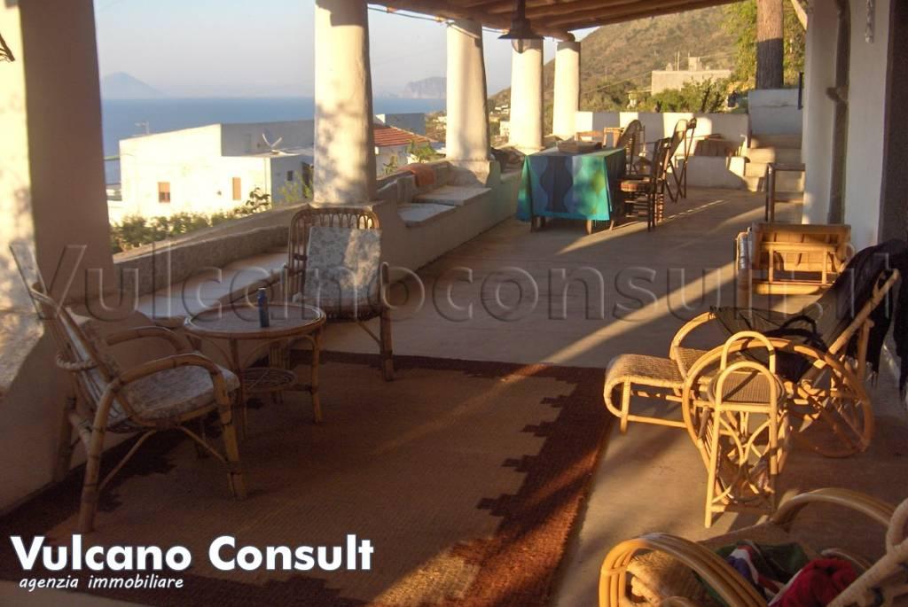 Rustico / Casale in vendita a Malfa, 10 locali, prezzo € 820.000 | CambioCasa.it