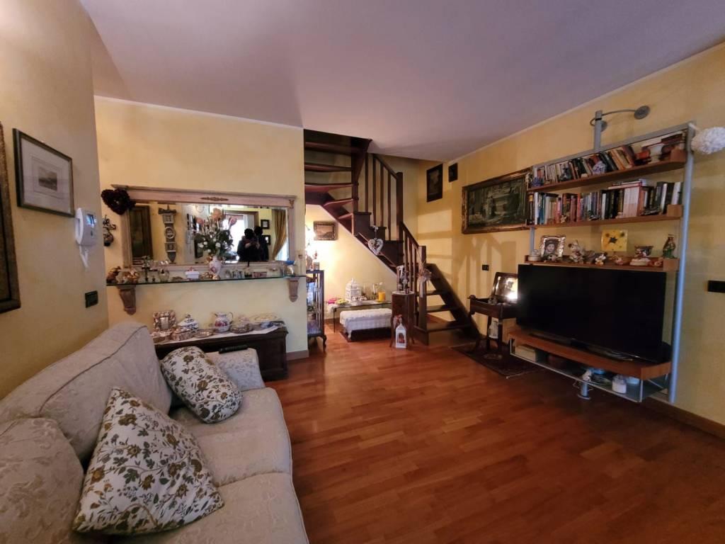 Attico su due livelli con garage doppio e terrazzo 36 mq