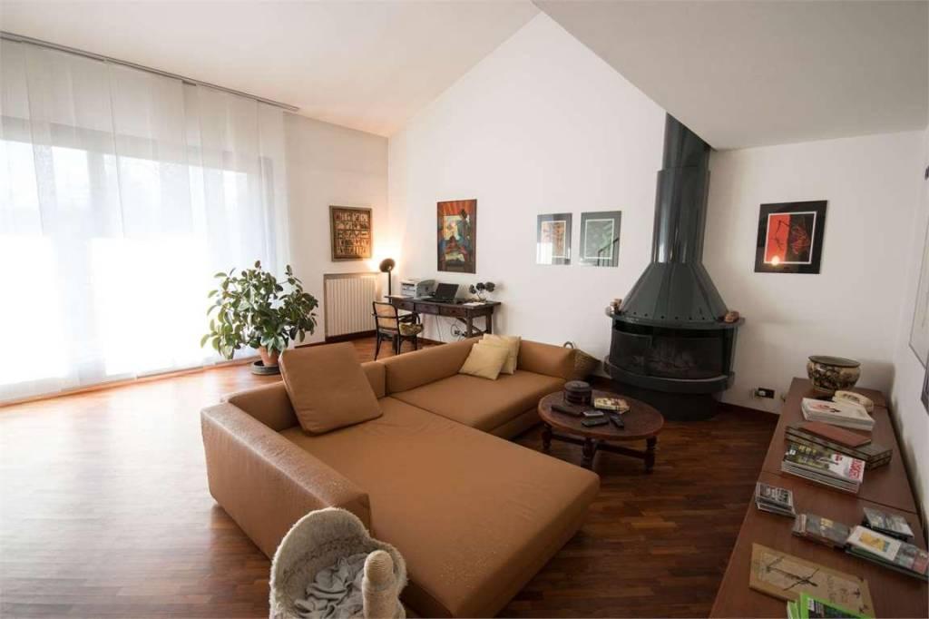 Villa in vendita a Guanzate, 11 locali, prezzo € 1.490.000 | PortaleAgenzieImmobiliari.it