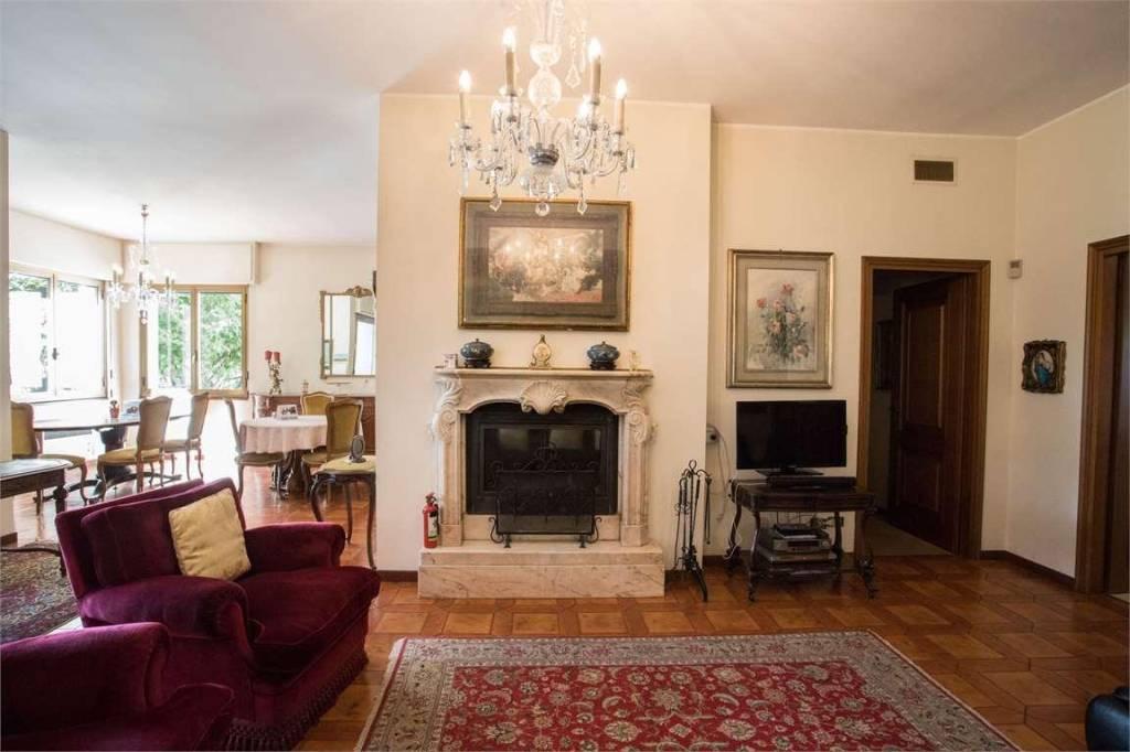 Villa in vendita a Guanzate, 9 locali, prezzo € 1.340.000 | PortaleAgenzieImmobiliari.it
