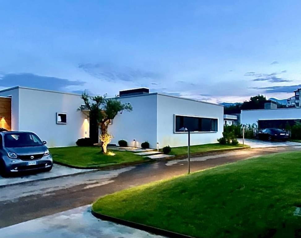 Villa in vendita Rif. 8402028