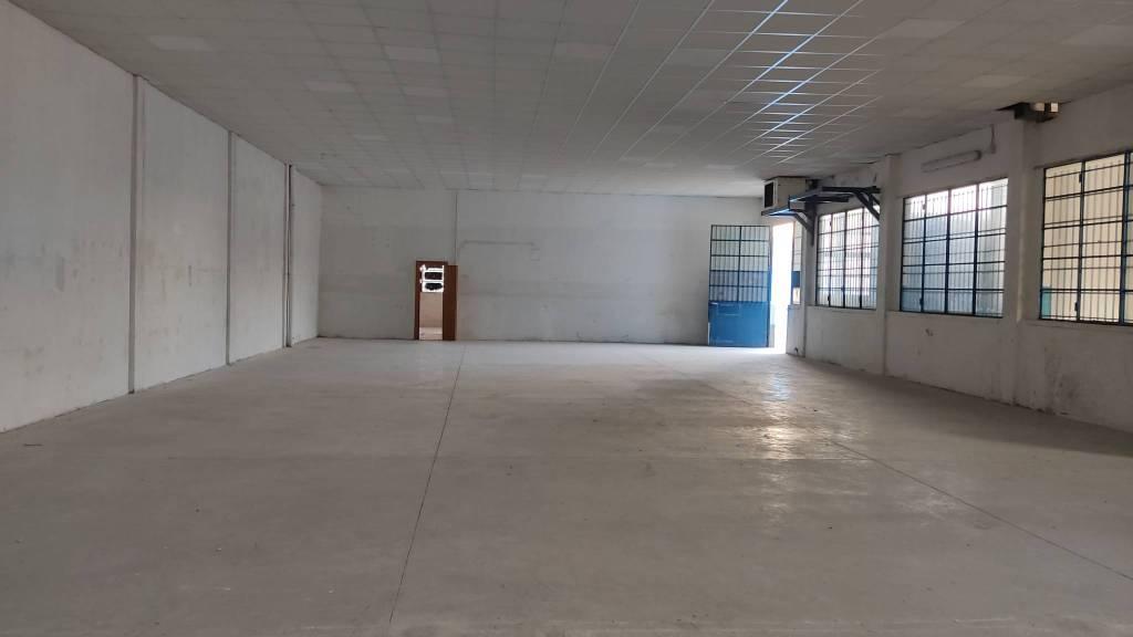 Capannone in affitto a Buccinasco, 9999 locali, prezzo € 2.000 | PortaleAgenzieImmobiliari.it
