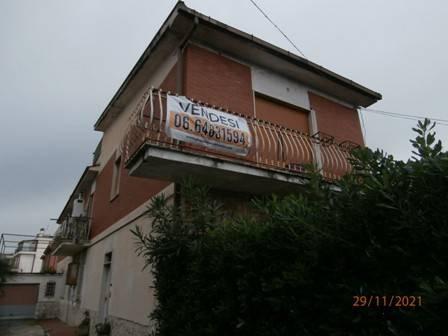 Soluzione Indipendente in vendita a Roma, 10 locali, zona Zona: 36 . Finocchio, Torre Gaia, Tor Vergata, Borghesiana, prezzo € 485.000   CambioCasa.it