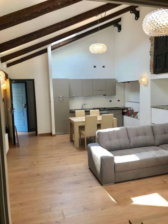 Appartamento in ottime condizioni arredato in affitto Rif. 7690420