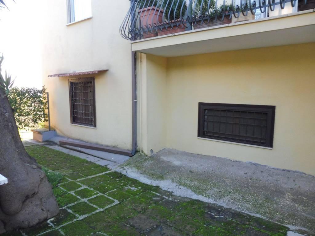 Appartamento in buone condizioni arredato in affitto Rif. 7438988