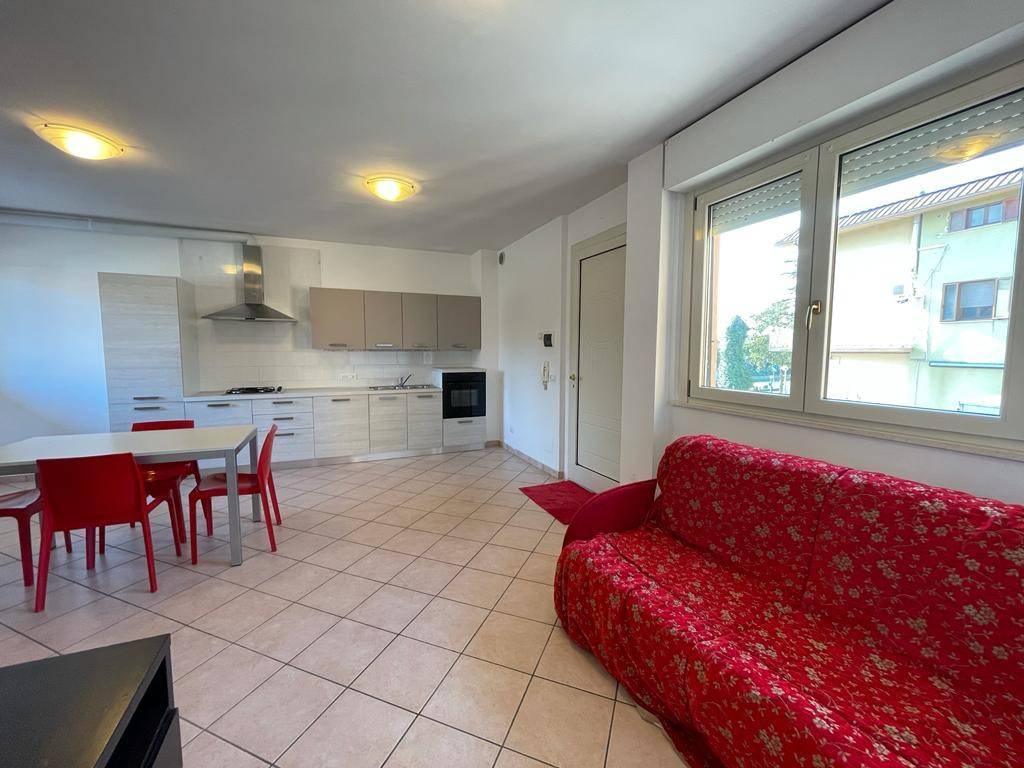 Appartamento in ottime condizioni parzialmente arredato in vendita Rif. 8502966