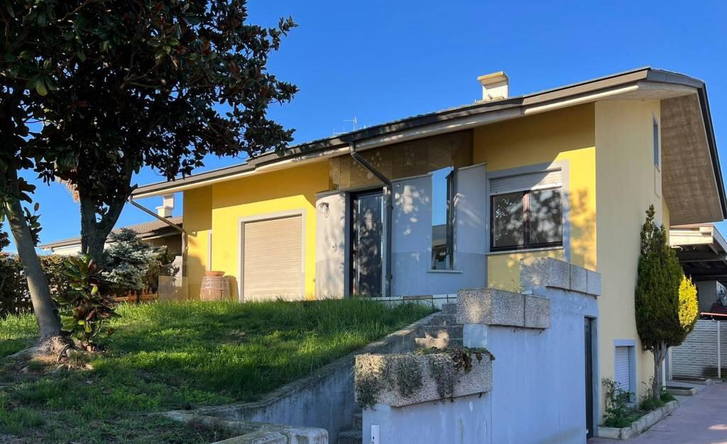 Villa in vendita a Monticello d'Alba, 7 locali, prezzo € 395.000 | PortaleAgenzieImmobiliari.it