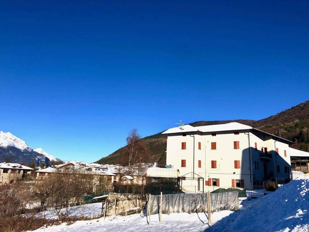 Palazzo/Stabile in vendita a Comano Terme