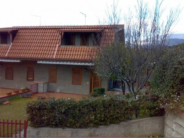 Villetta a schiera in buone condizioni parzialmente arredato in vendita Rif. 4401870