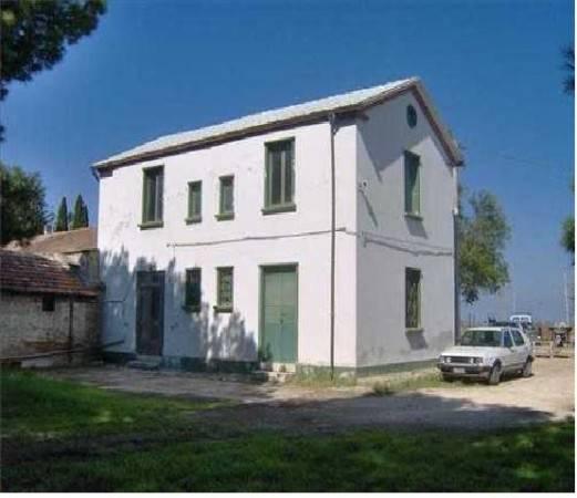 Rustico / Casale da ristrutturare in vendita Rif. 8559756