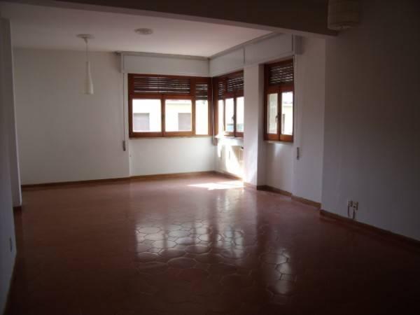 Appartamento in Affitto a Pistoia Periferia Ovest: 5 locali, 142 mq