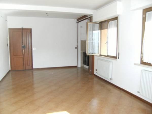 Appartamento in vendita a Chiusi, 3 locali, prezzo € 60.000   CambioCasa.it