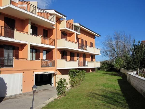 Appartamento in ottime condizioni parzialmente arredato in vendita Rif. 4268494