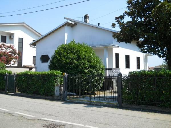 Villa in affitto a Origgio, 3 locali, prezzo € 950 | CambioCasa.it