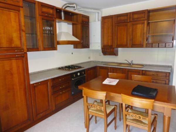 Appartamento in buone condizioni arredato in affitto Rif. 7690514
