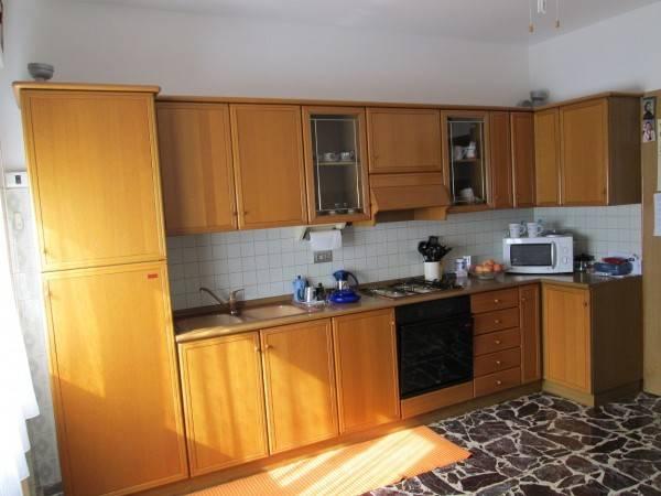 Appartamento in buone condizioni parzialmente arredato in affitto Rif. 4370875