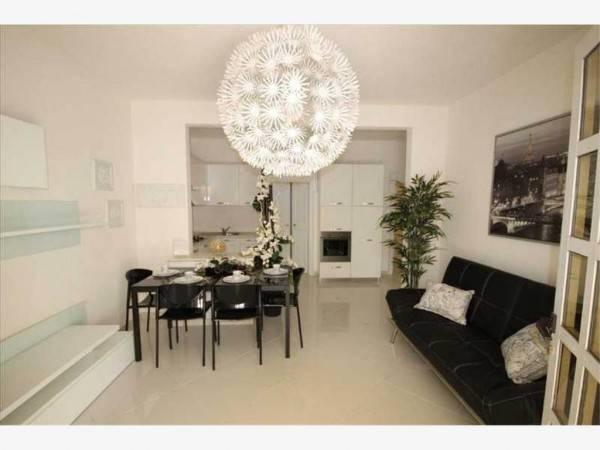 Appartamento in Vendita a Riccione Centro: 5 locali, 105 mq