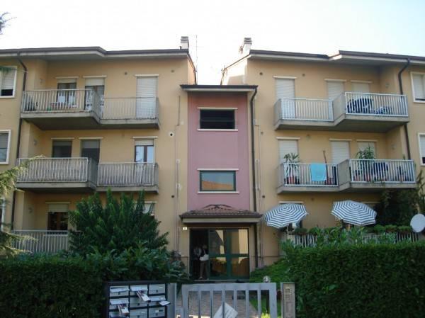 Appartamento in buone condizioni in affitto Rif. 4220080
