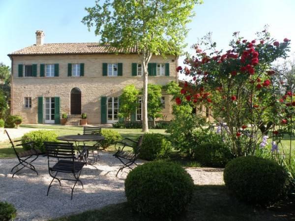 Villa in vendita a Corinaldo, 7 locali, Trattative riservate | CambioCasa.it
