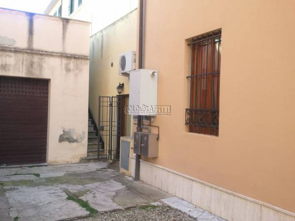 Appartamento in buone condizioni arredato in affitto Rif. 9212827