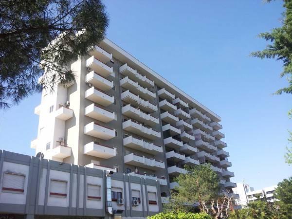 Appartamento in buone condizioni parzialmente arredato in affitto Rif. 7925273