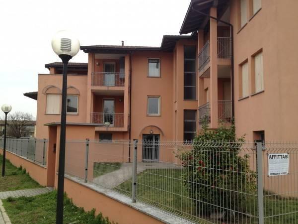 Appartamento in buone condizioni arredato in affitto Rif. 8465248