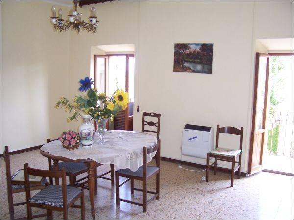 Appartamento in buone condizioni arredato in vendita Rif. 4362060