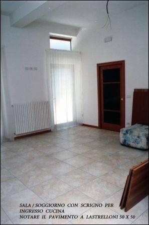 Appartamento in ottime condizioni arredato in vendita Rif. 4362120