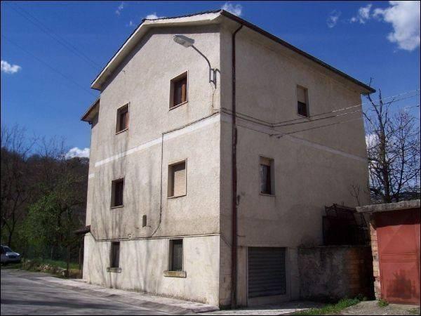 Casa Indipendente in buone condizioni arredato in vendita