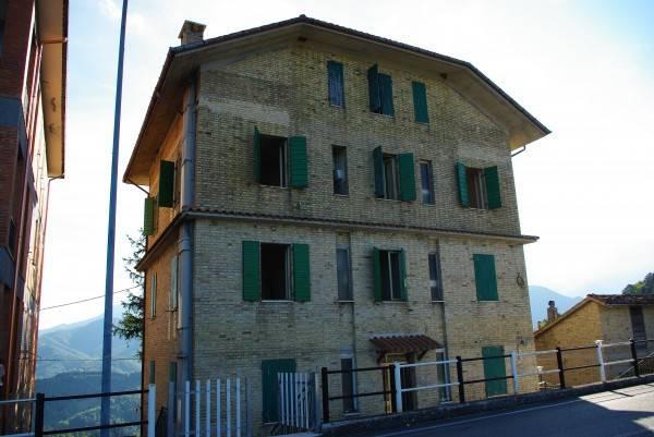 Appartamento in buone condizioni parzialmente arredato in vendita Rif. 4227967