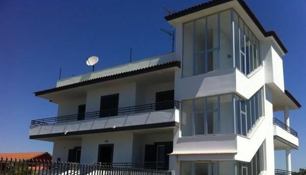 Appartamento in buone condizioni arredato in affitto Rif. 6099476