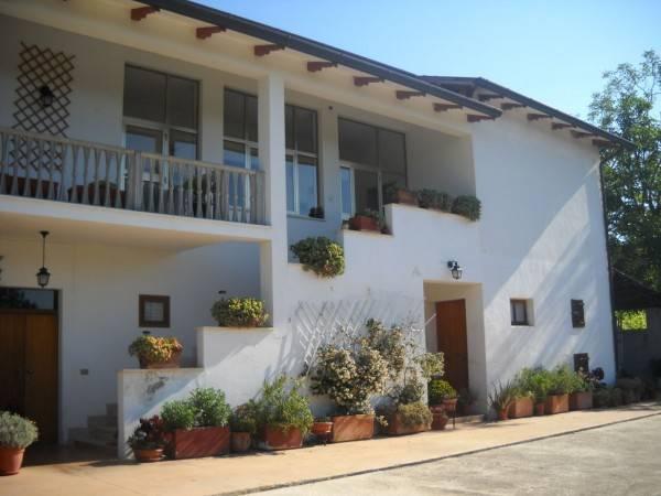 Rustico / Casale in buone condizioni arredato in vendita Rif. 4362325