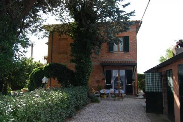 Rustico in Vendita a Castiglione Del Lago Periferia: 5 locali, 225 mq