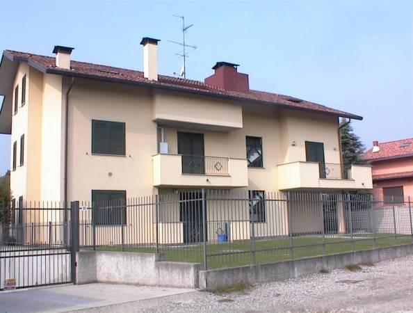 Appartamento in buone condizioni arredato in affitto Rif. 7093426