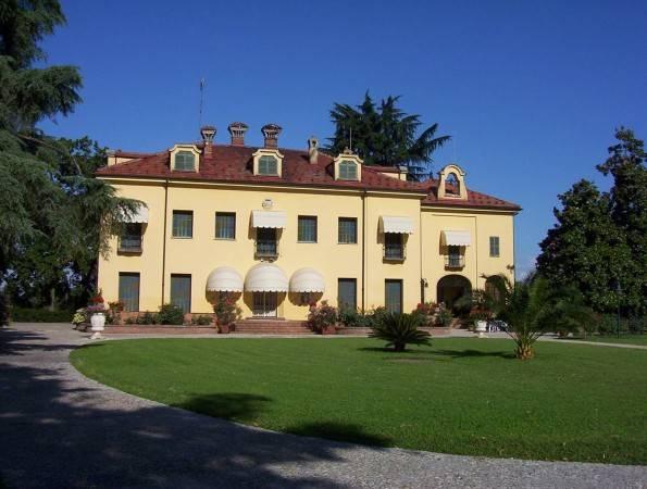 Villa in vendita a Fossano, 14 locali, Trattative riservate | PortaleAgenzieImmobiliari.it