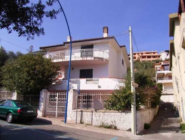 CENTRALISSIMA! villa storica in zona porto - Cala Gonone