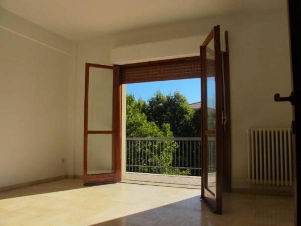 Appartamento in Affitto a Pistoia Periferia Ovest: 5 locali, 120 mq