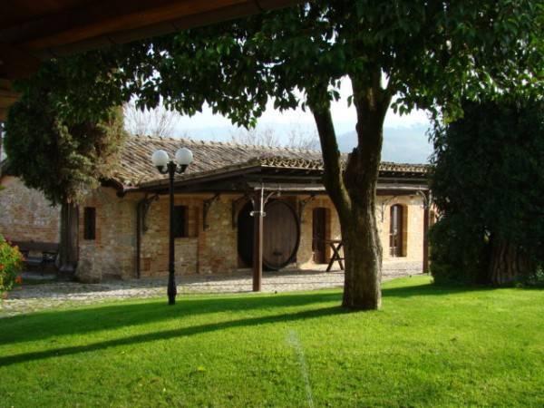 Villa in vendita a Treia, 6 locali, Trattative riservate | CambioCasa.it