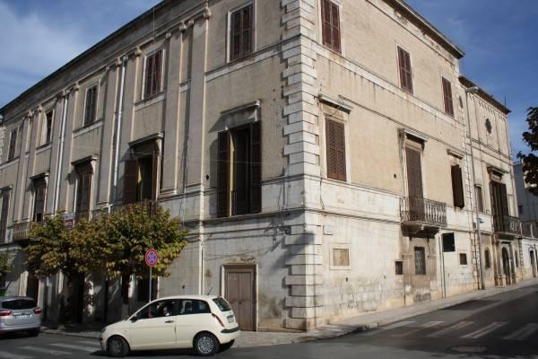 Stabile / Palazzo da ristrutturare in vendita Rif. 4360244