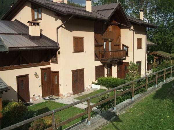 Appartamento in buone condizioni arredato in vendita Rif. 4240038