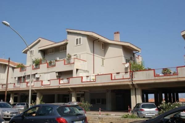 Appartamento in buone condizioni arredato in vendita Rif. 4233552