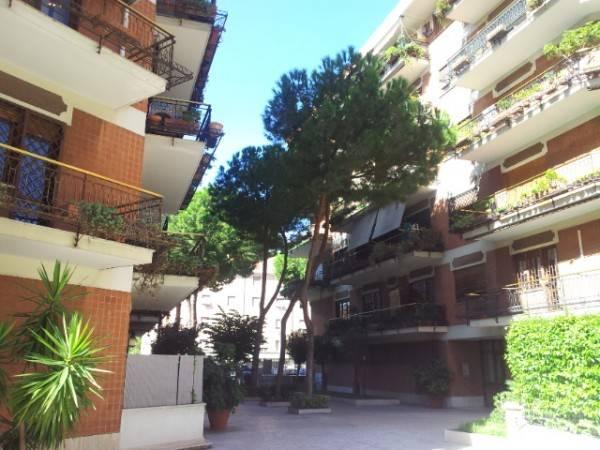 Appartamento in vendita a Roma, 3 locali, zona Zona: 16 . Appia nuova - Alberone - Colli Albani, prezzo € 400.000 | CambioCasa.it