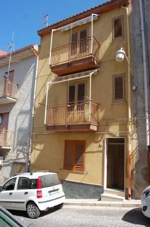 Appartamento da ristrutturare parzialmente arredato in vendita Rif. 4504782