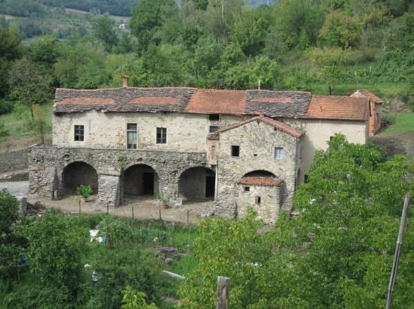 Rustico / Casale in vendita a Pontremoli, 15 locali, prezzo € 200.000 | PortaleAgenzieImmobiliari.it