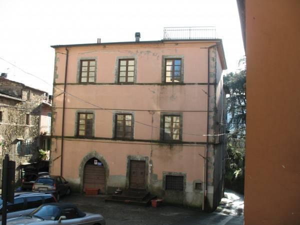 Appartamento in vendita a Fivizzano, 11 locali, Trattative riservate | PortaleAgenzieImmobiliari.it