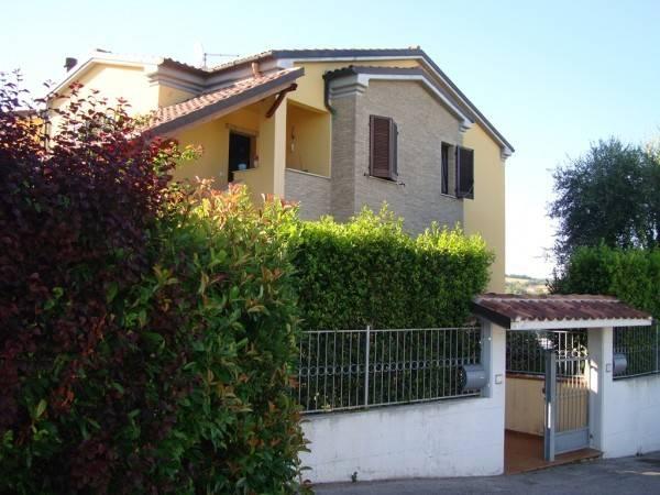 Appartamento in buone condizioni in vendita Rif. 7968231