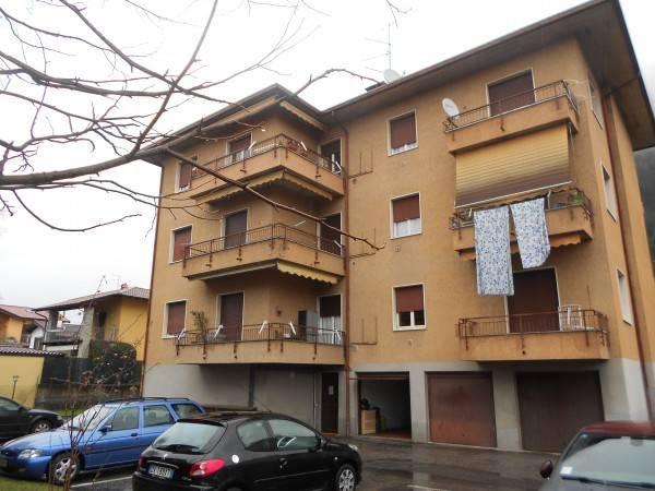 Appartamento in vendita a Sangiano, 3 locali, prezzo € 58.000   CambioCasa.it