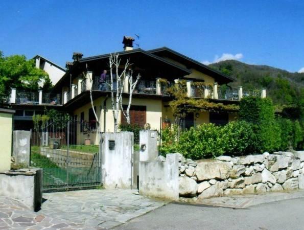 Villa in ottime condizioni parzialmente arredato in vendita Rif. 4854353