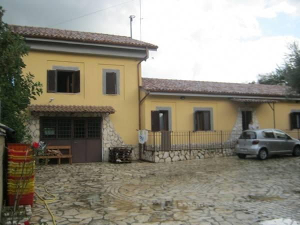 Rustico / Casale in vendita a Monte Compatri, 8 locali, prezzo € 599.000 | CambioCasa.it